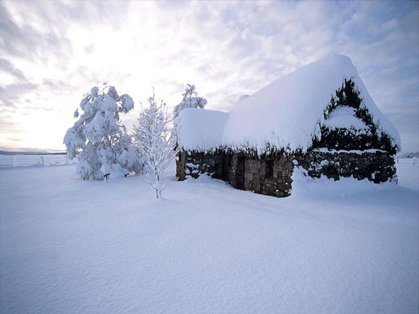 fond-ecran-maison-sous-la-neige